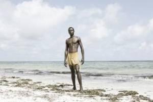 le-spiagge-del-kenya-pullulano-di-donne-europee-a-caccia-di-uomini-603933_tn